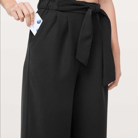 Lululemon NWT Noir Crop Black size 6